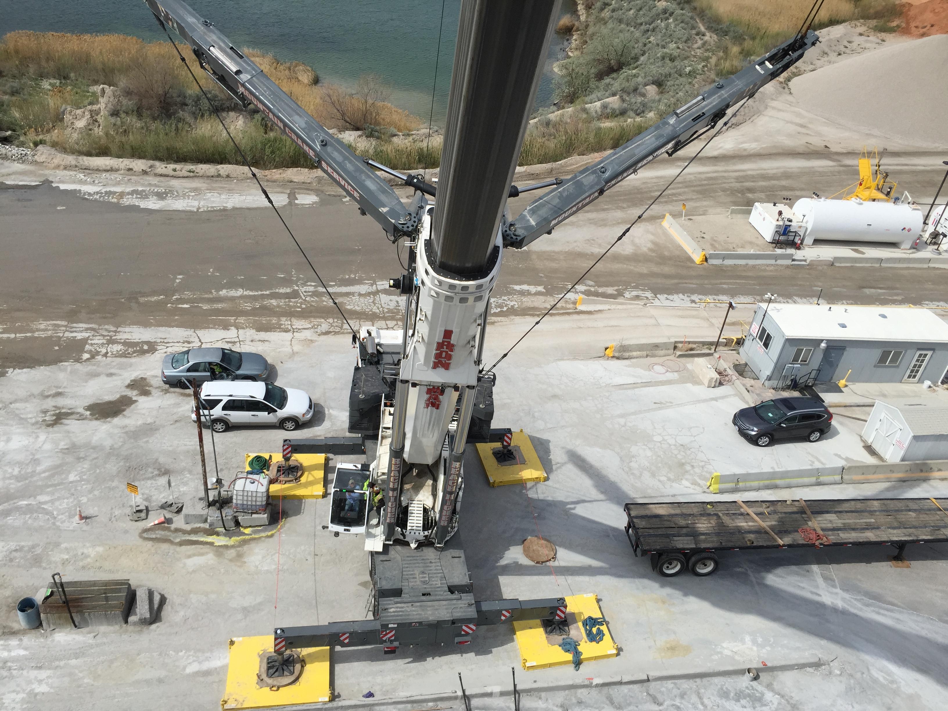 Crane lifting Silo
